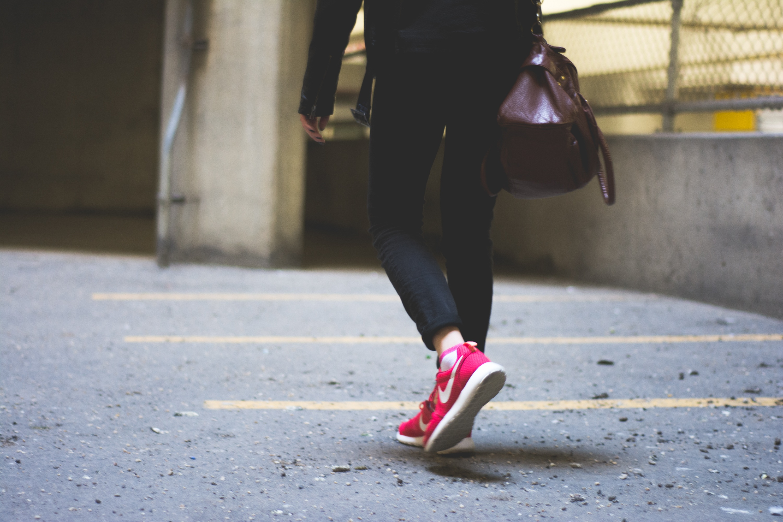 Sneakers : que porter pour l'été ?