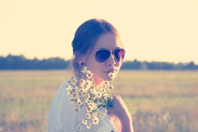fille soleil fleur